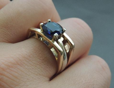 Заказное эксклюзивное кольцо из золота с сапфиром