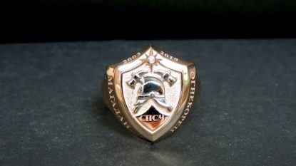 Перстень из 585 золота щит пожарный с каской и надписью СПСЧ Огнеборец