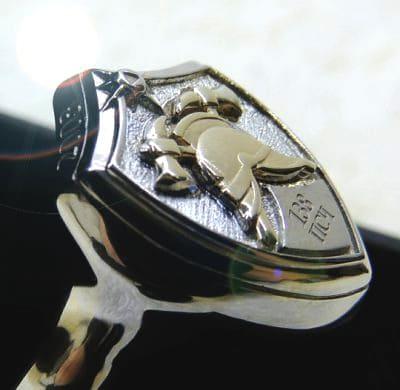 Серебряный перстень щит пожарный с каской и надписью 138 ПСЧ