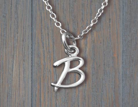 Кулон-подвеска из серебра в виде буквы В