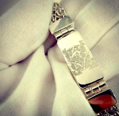 Гравированная икона на браслете из серебра