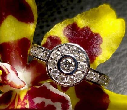 Кольцо серебряное на заказ с инкрустацией камнями