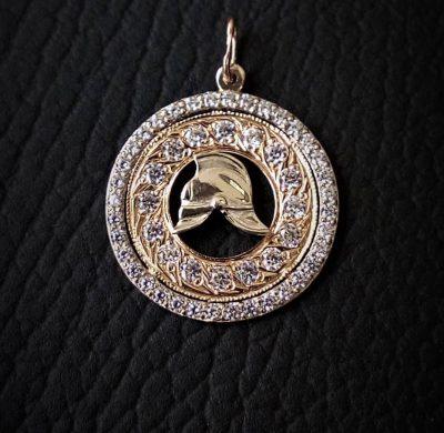 Кулон золотой с пожарной какой в круге из фианитов