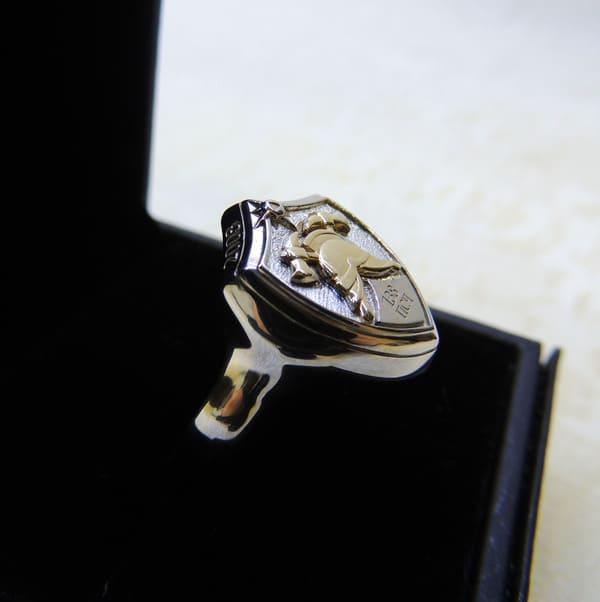 Серебряный перстень с пожарной символикой в подарочной коробке