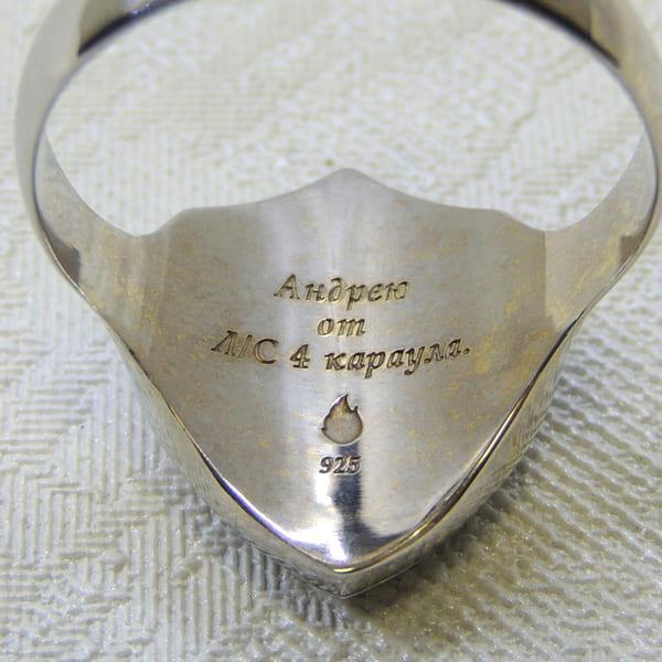 Памятная надпись гравировка на перстне из серебра