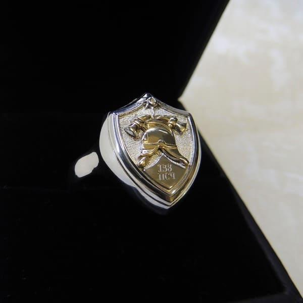 Перстень-печатка из серебра с пожарной каской