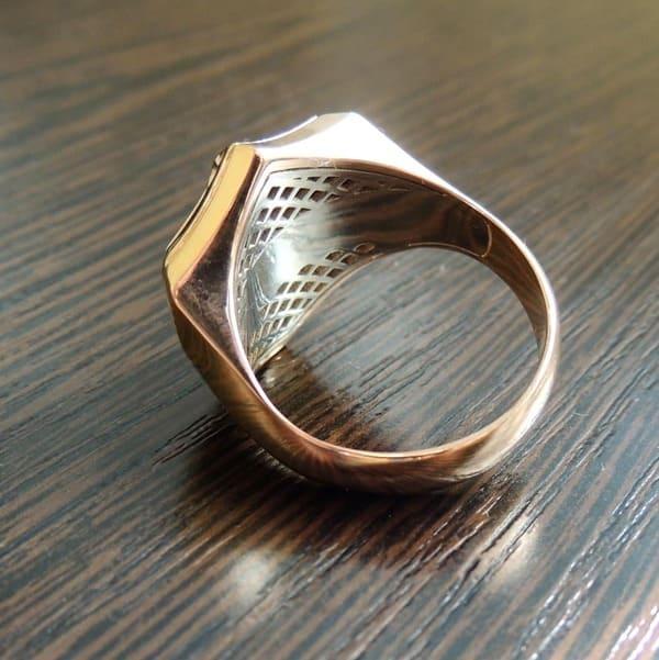 Золотой перстень вид изнутри место для гравировки