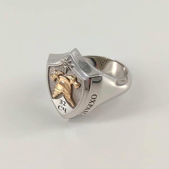 Перстень серебряный с пожарной символикой каской