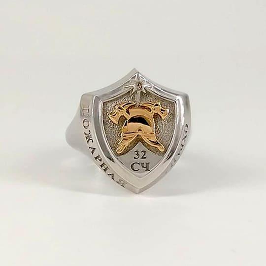 Серебряный перстень с пожарной символикой и гравировкой 32 СЧ