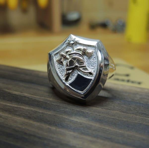 Серебряный перстень с пожарной символикой