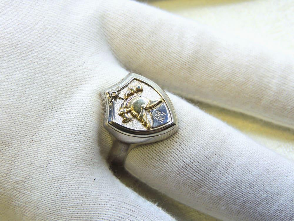 Серебряная печатка щит пожарный с каской и надписью 138 ПСЧ