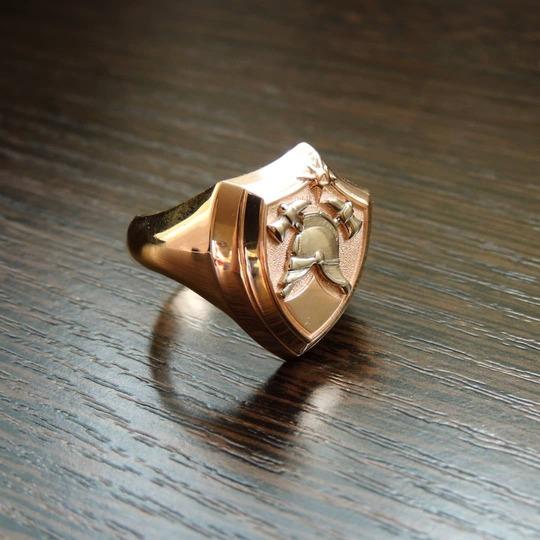 Золотой перстень с пожарной символикой
